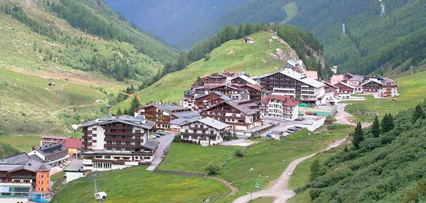 Austria_Obergurgl-summer_Resort-view.jpg